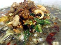 黒ゴマの坦々麺